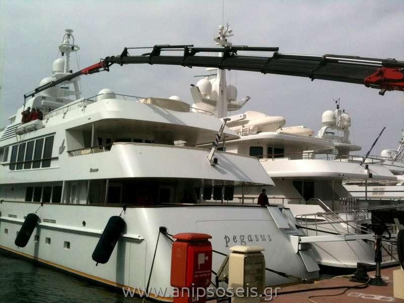 ανύψωση σε σκάφος με γερανό
