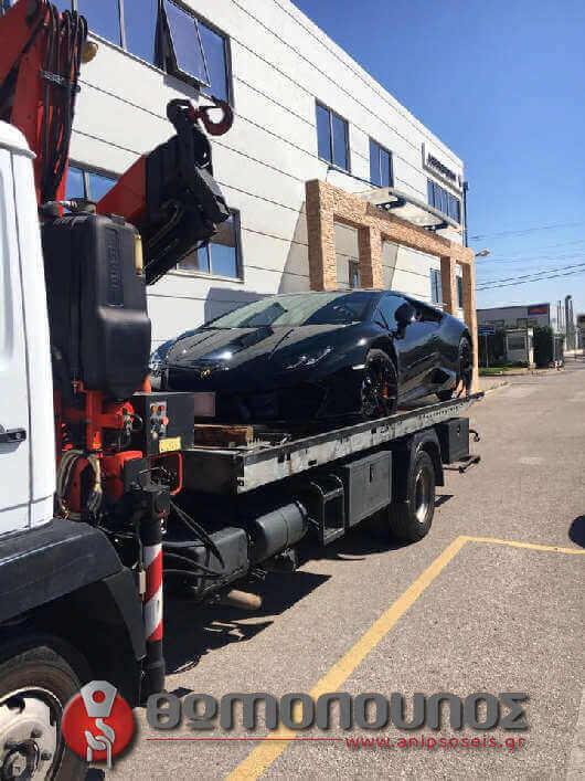 ειδική μεταχείρηση δεσίματος για το σπορ αυτοκίνητο στην ανέλκυση και ρυμούλκησή του σπορ οχήματος με