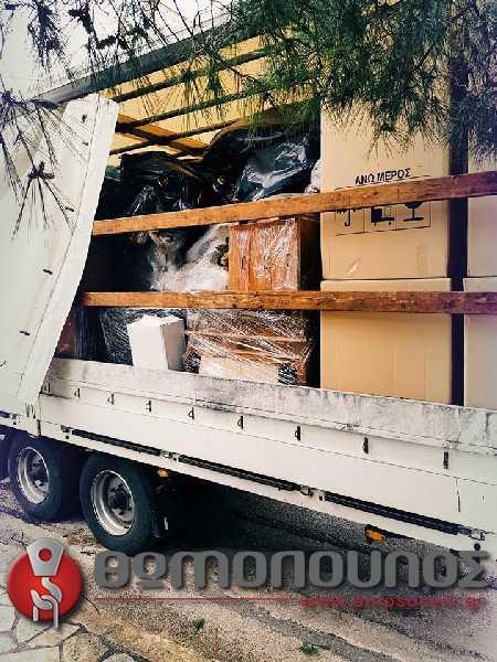 Ρυμούλκα και ανυψωτικό μηχάνημα για μετακόμιση οικοσκευής