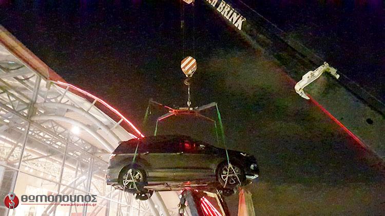 ανύψωση - τοποθέτηση εκθεσιακών αυτοκινήτων, γερανομεταφορές Νίκος Θωμόπουλος