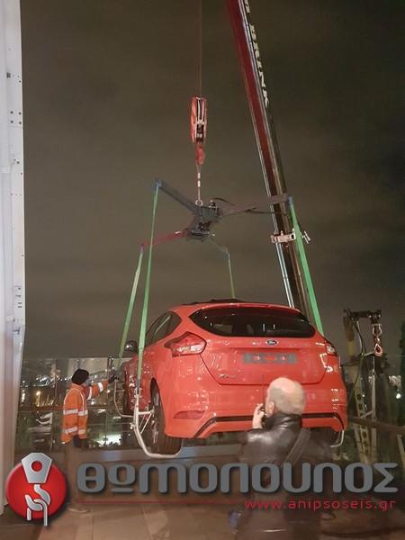 ανύψωση - τοποθέτηση εκθεσιακών αυτοκινήτων, γερανομεταφορές Νίκος Θωμόπουλος για την αυτοκινητοβιομηχανία FORD-3